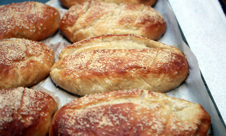pretzel-bread