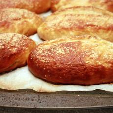 pretzel-buns